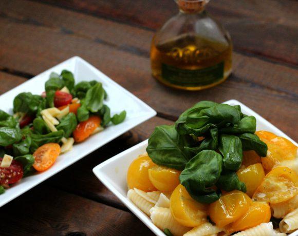 Pasta med gul tomatsaus og basilikum