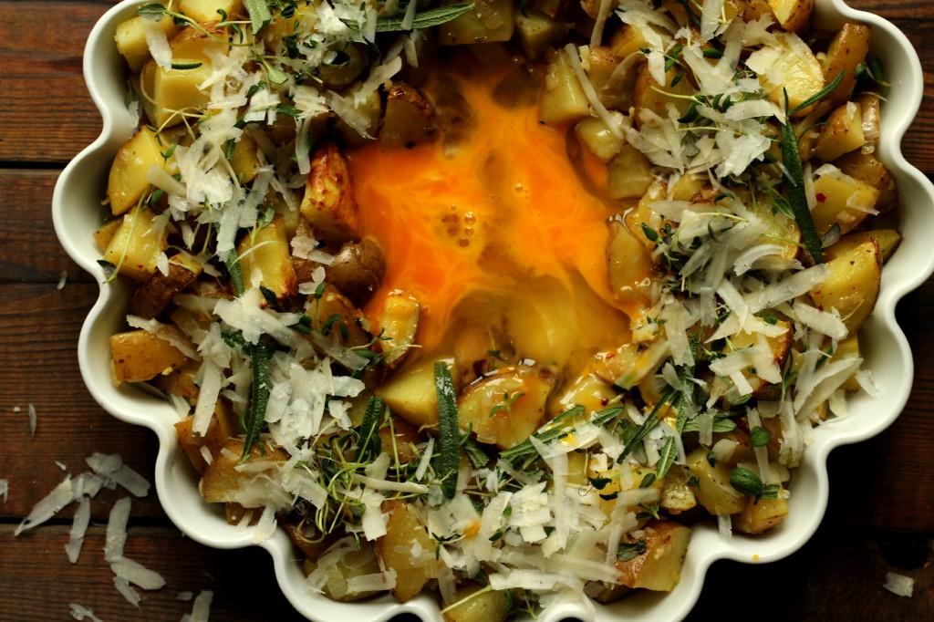 Poteter, egg, ost og urter