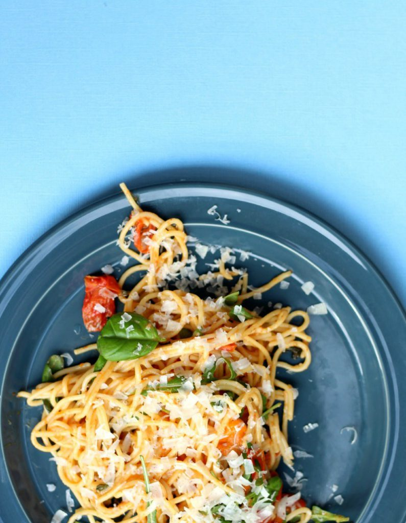 One pot spaghetti with tomato basil sauce.