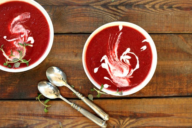 rødbetesuppe-rømme-vodka