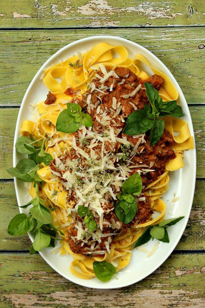 pasta-med-soltørket-tomat-basilikum-løpstikke