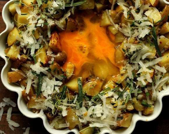 Poteter med egg og urter (frokost av restemat)