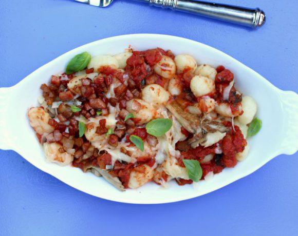 Gnocchi med østerssopp, bacon og tomater